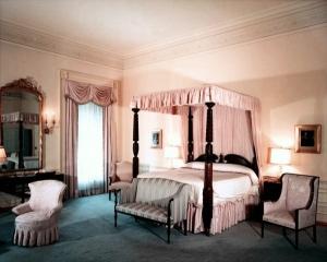 white-house-rose-bedroom